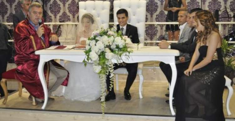 Rüyada Eski Sevgilinin Evlendiğini Görmek