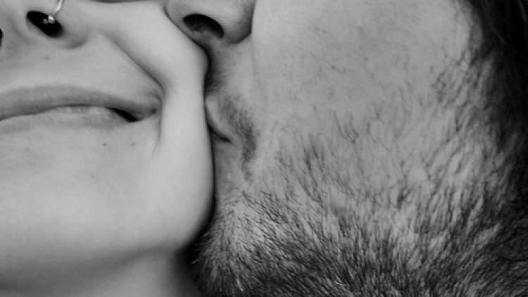 eski sevgilinin öptüğünü görmek