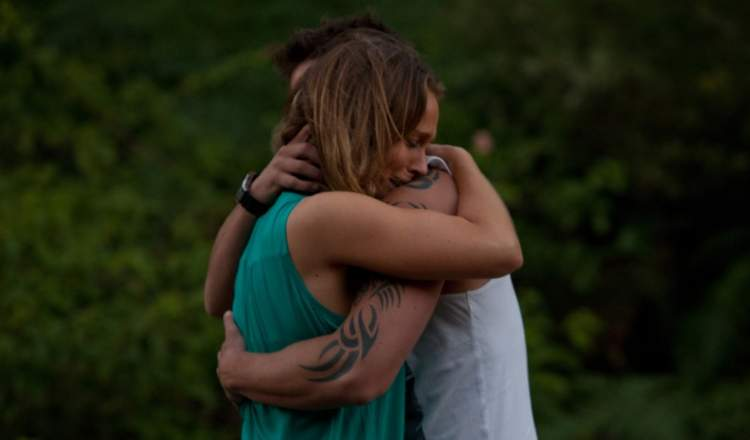 eski sevgiliyle sarılıp ağlamak