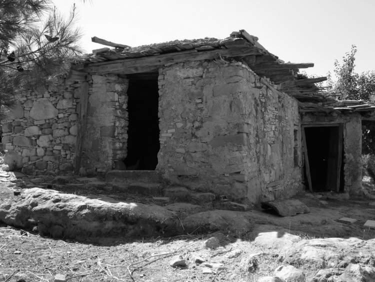 eski toprak ev görmek