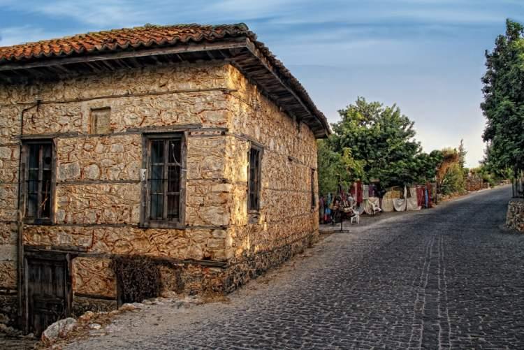 eski yaşadığın evi görmek