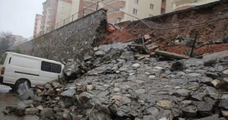 evin duvarı yıkılması