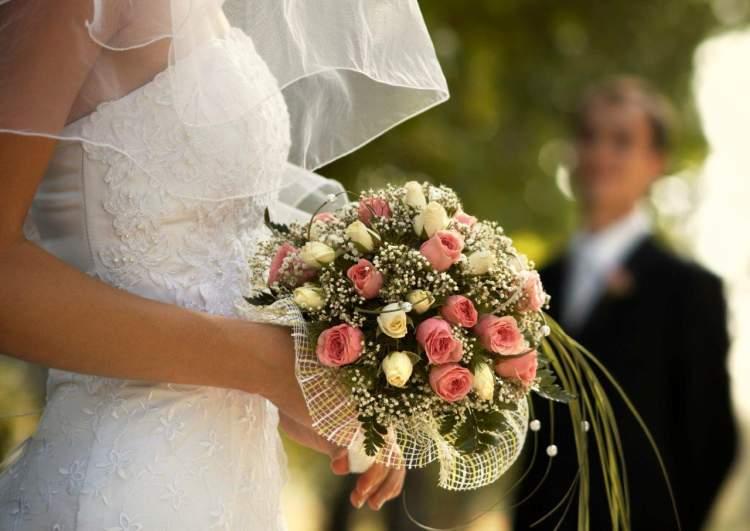 evli kişinin gelinlik giymesi