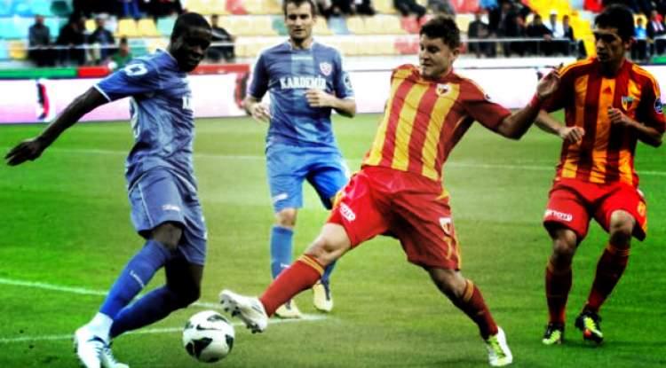 futbol oynamak ve gol atmak