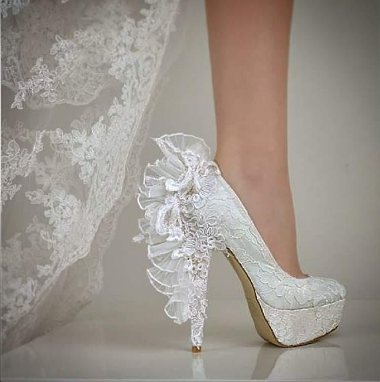 Rüyada Gelin Ayakkabısı Giymek