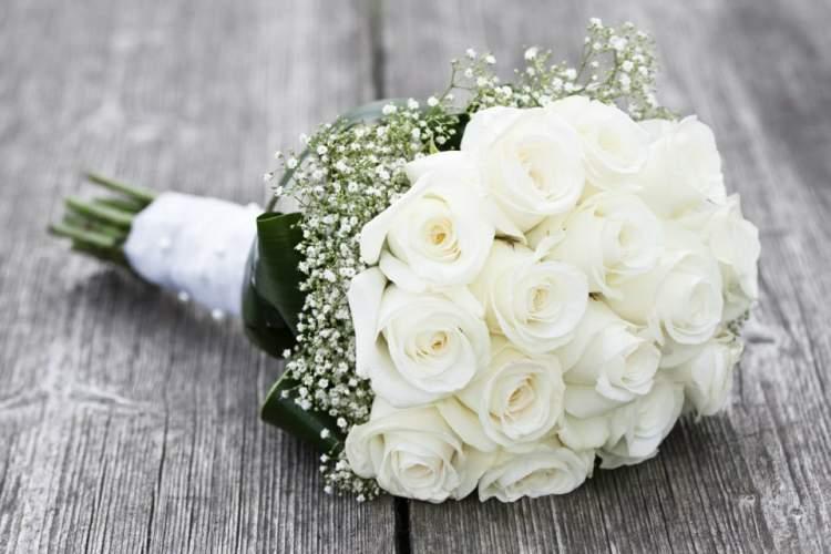 Rüyada Gelin Çiçeği Tutmak