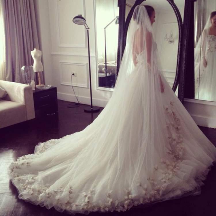 gelinlik giyip evlenmek
