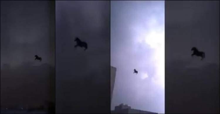 gökyüzünde at görmek