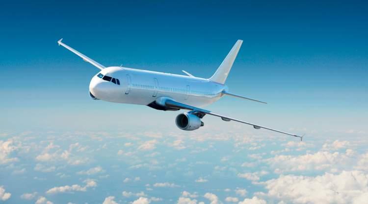 havada uçak görmek