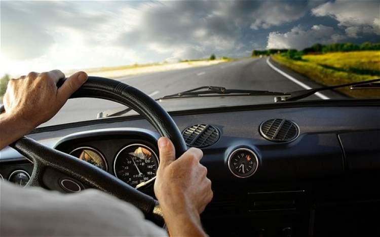 Rüyada Hızlı Araba Kullanmak