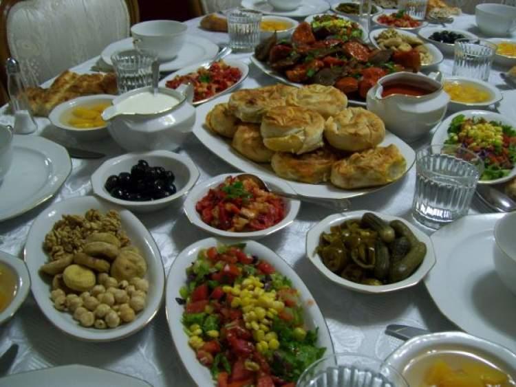 iftar sofrası hazırlamak