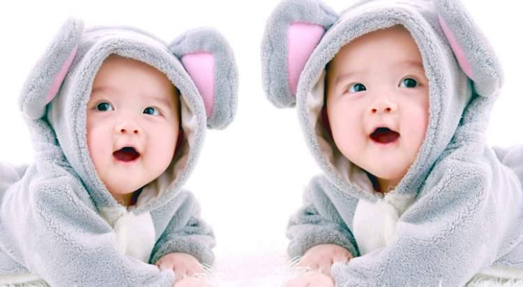 ikiz bebeğinin olduğunu görmek