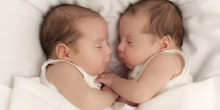 Rüyada İkiz Bebek Doğurmak Ve Emzirmek