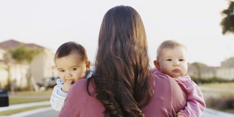 ikiz bebek görmek ve emzirmek