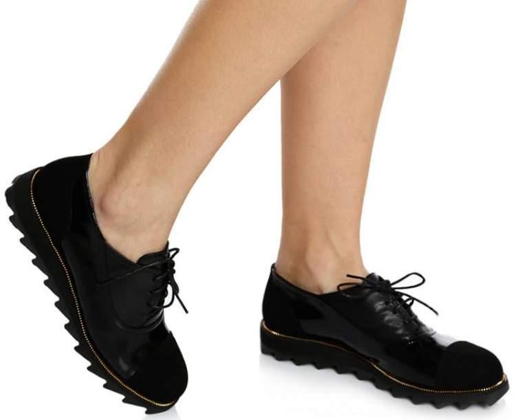 kadın ayakkabı görmek