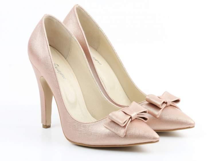 kadın ayakkabısı görmek