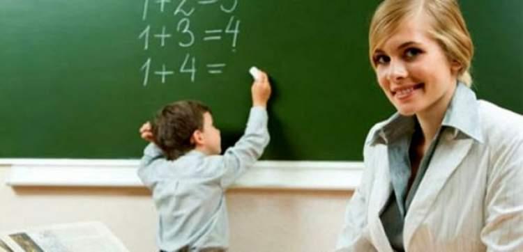 kadın öğretmen görmek