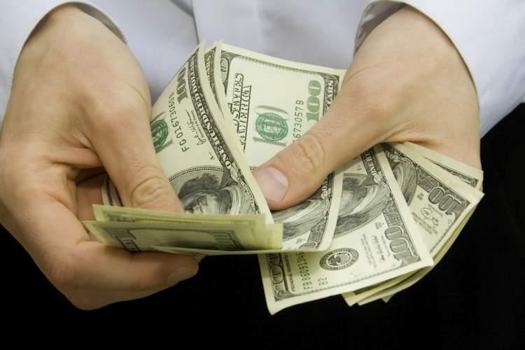 kağıt para saymak