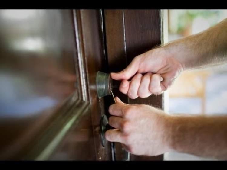 kapı açıldığını görmek