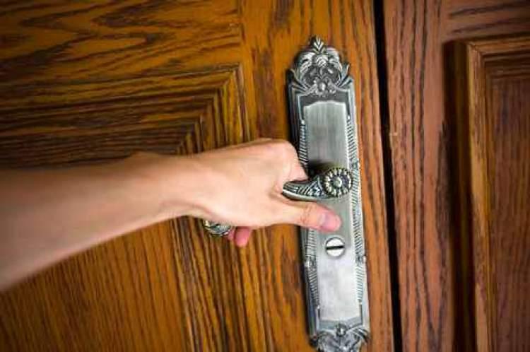 Rüyada Kapı Kilitlemeye Çalışmak