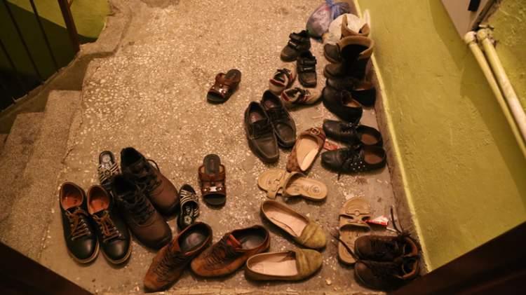 Rüyada Kapının Önünde Çok Ayakkabı Görmek