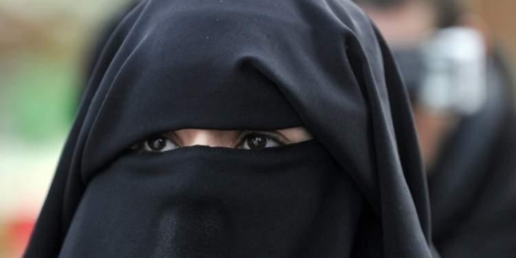 kara çarşaflı kadınlar görmek