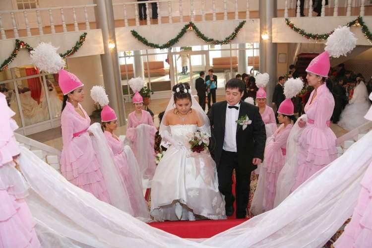 kardeşinin evlendiğini görmek