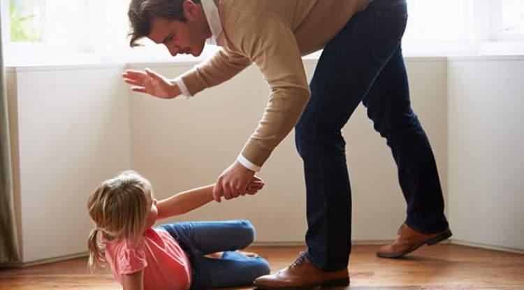 kendi çocuğunu dövmek