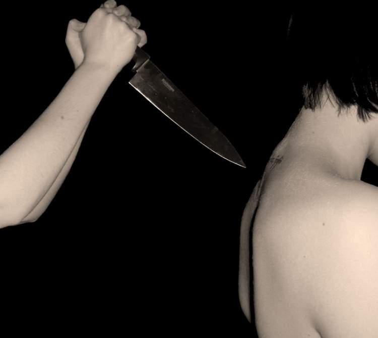 kendinin bıçaklandığını görmek