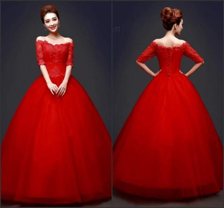 kırmızı abiye elbise giymek