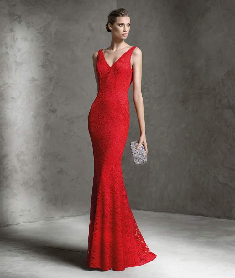 kırmızı abiye giymek