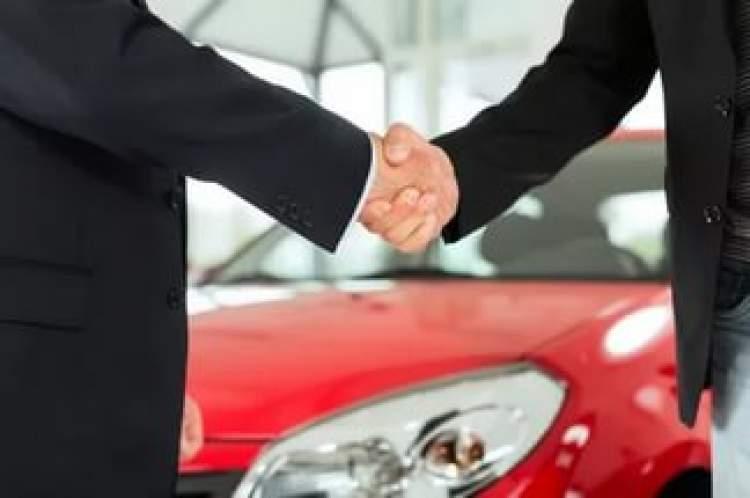 kırmızı araba satın almak