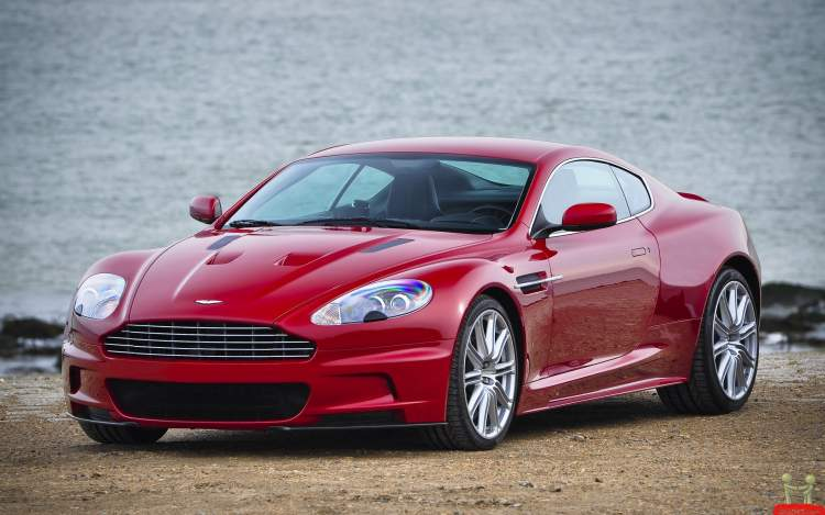 kırmızı araba sürmek