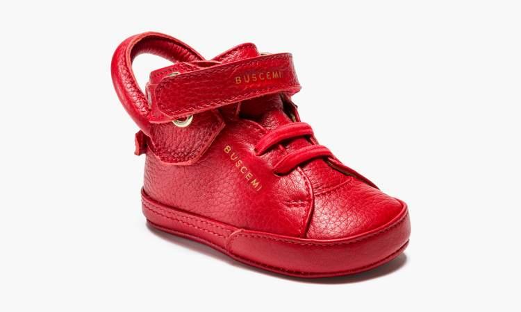 kırmızı bebek ayakkabısı görmek