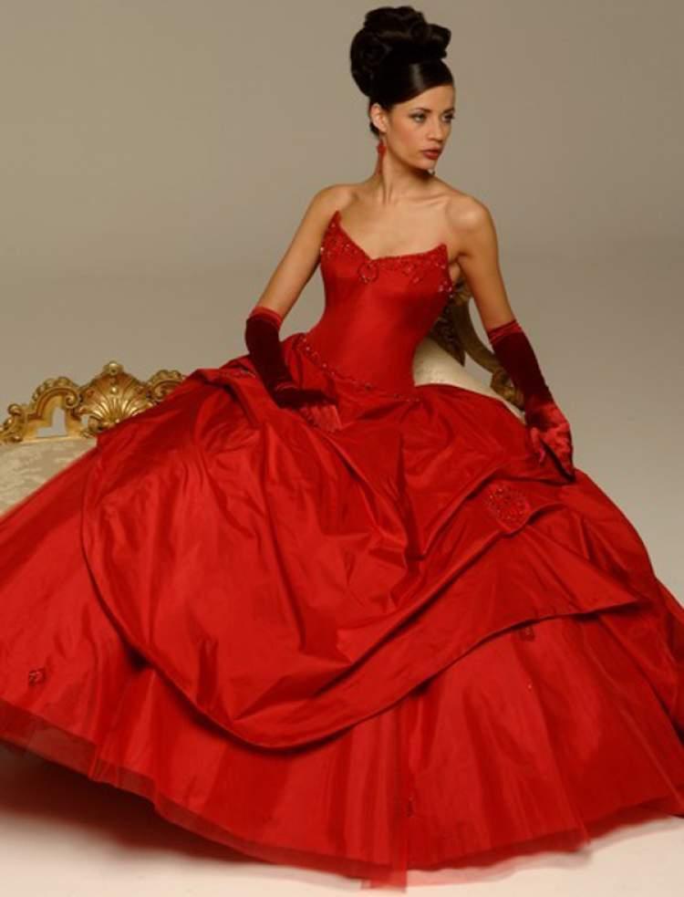 Rüyada Kırmızı Gelinlik Giydiğini Görmek
