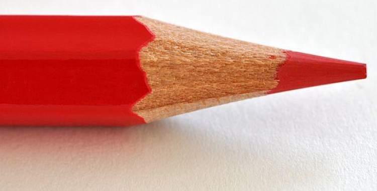 kırmızı kurşun kalem görmek