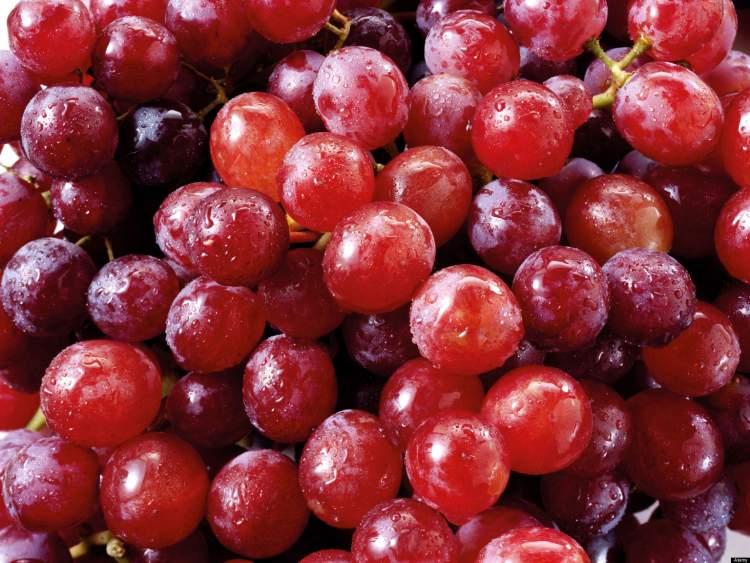 kırmızı üzüm yemek