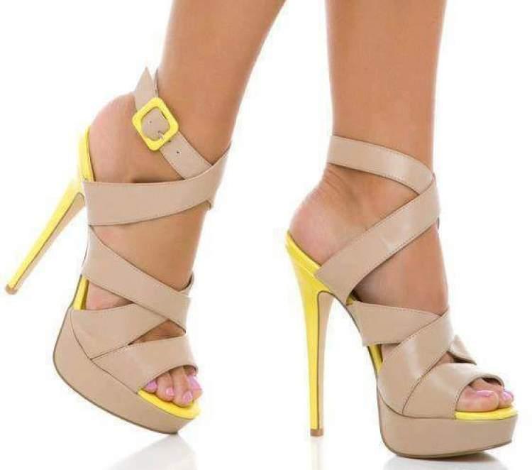 krem rengi ayakkabı giymek