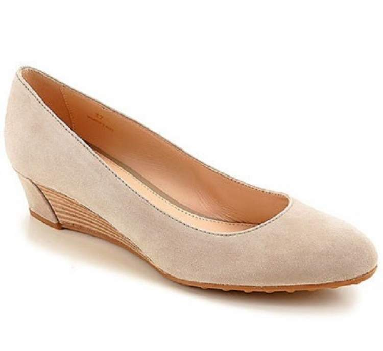 krem rengi ayakkabı görmek