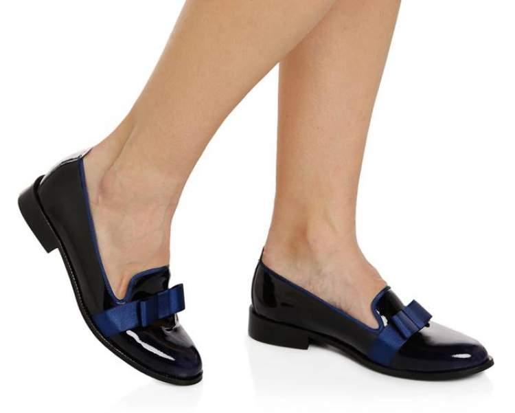 lacivert ayakkabı görmek