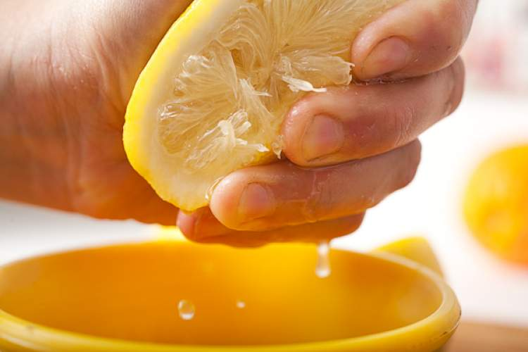 Rüyada Limon Suyu Sıkmak