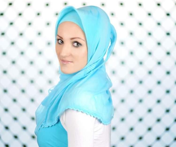 mavi başörtü takmak