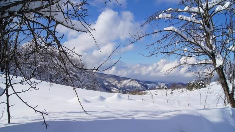 Rüyada Mevsimsiz Kar Yağdığını Görmek