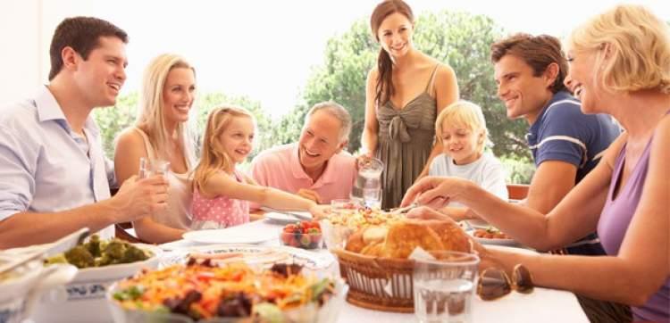 Rüyada Misafirlere Yemek Vermek