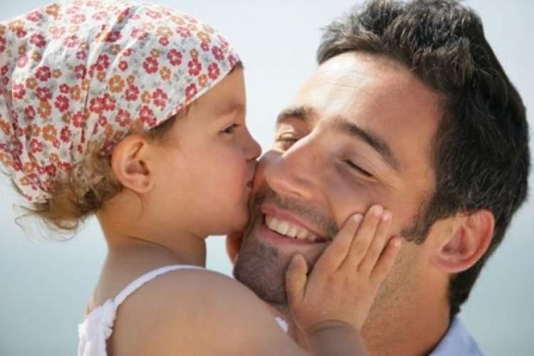 ölen babayı öpmek