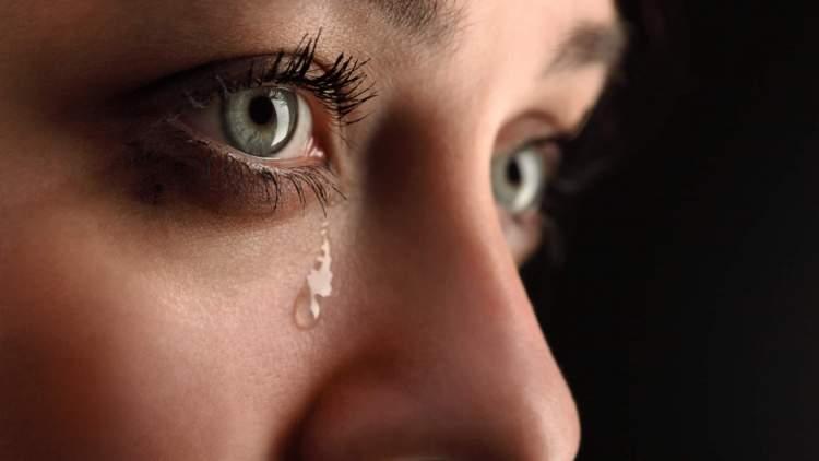 ölmüş birine sarılıp ağlamak