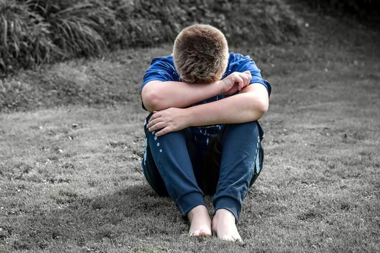 ölmüş birini ağlarken görmek