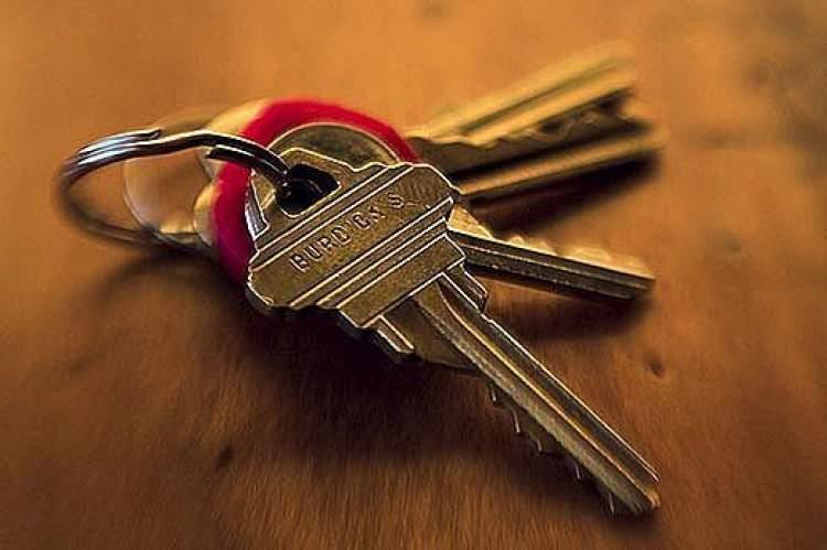 ölmüş birinin anahtar vermesi