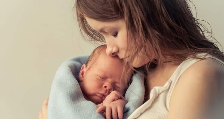 ölmüş birinin kucağında bebek görmek