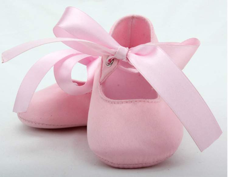 pembe bebek ayakkabısı görmek
